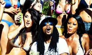 Lil John en el video de Hey