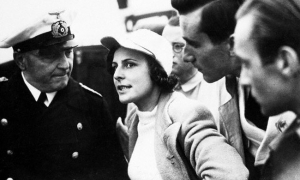 Fraulein Riefenstahl dirigiendo la filmación de las olimpiadas de 1936 en Berlin. Hauck will film the elimnation of the Olympic sail boats in Kiel, Germany.